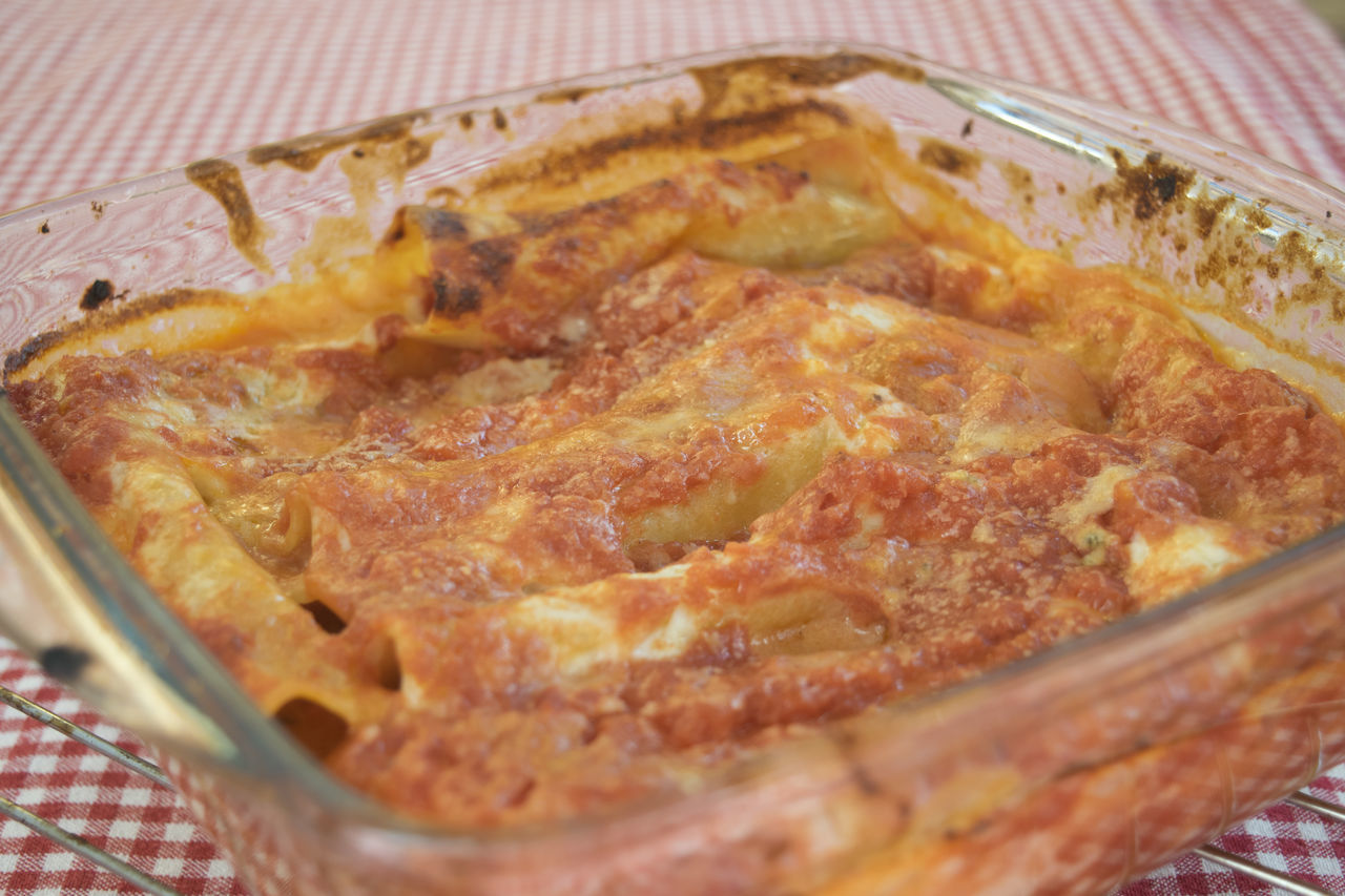 cannelloni with bolognese sauce Bolognese Cannelloni Close-up Day Filled Food Food And Drink Freshness Indoors  No People Pasta Ragout Ragu Ready-to-eat Sauce Stuffed