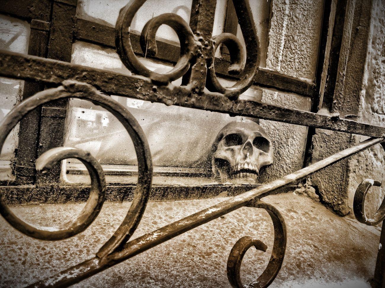 skull Streetphotography NEM Black&white Ksilencio.com