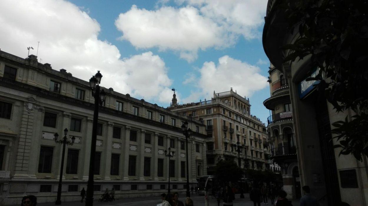 Hello World Enjoying Life Lugares Con Encanto Mi Ciudad My Town Hello World Streetphotography Giralda asomando España🇪🇸
