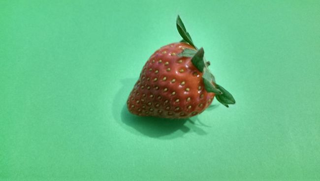 Strawberry Vegan Food Fruit Erdbeer Obst & Gemüse Green Color Redfruits Fruits Green Background Erdbeeren Strawberries No People Vegetarian Food Hello World