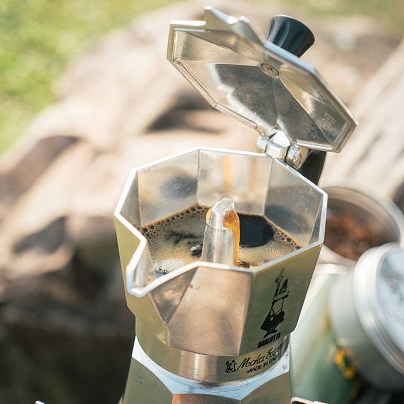 เพราะน้ำคือชีวิต แค่เพิ่มกาแฟอีกนิดแล้วชีวิตจะสดชื่น Manualbrewonly Coffee Grinder Mokapot Mokacoffee Brewing Grinders Coffeegeek Coffeegram Manualbrewing Manualbrew Specialtycoffee Coffeebeans Coffeeoftheday Singleorigin Coffeelover Blackcoffee Blackcoffeeonly Lumixgx8 Lumixfriend Lumixnzv Homebarista Alternativebrewing