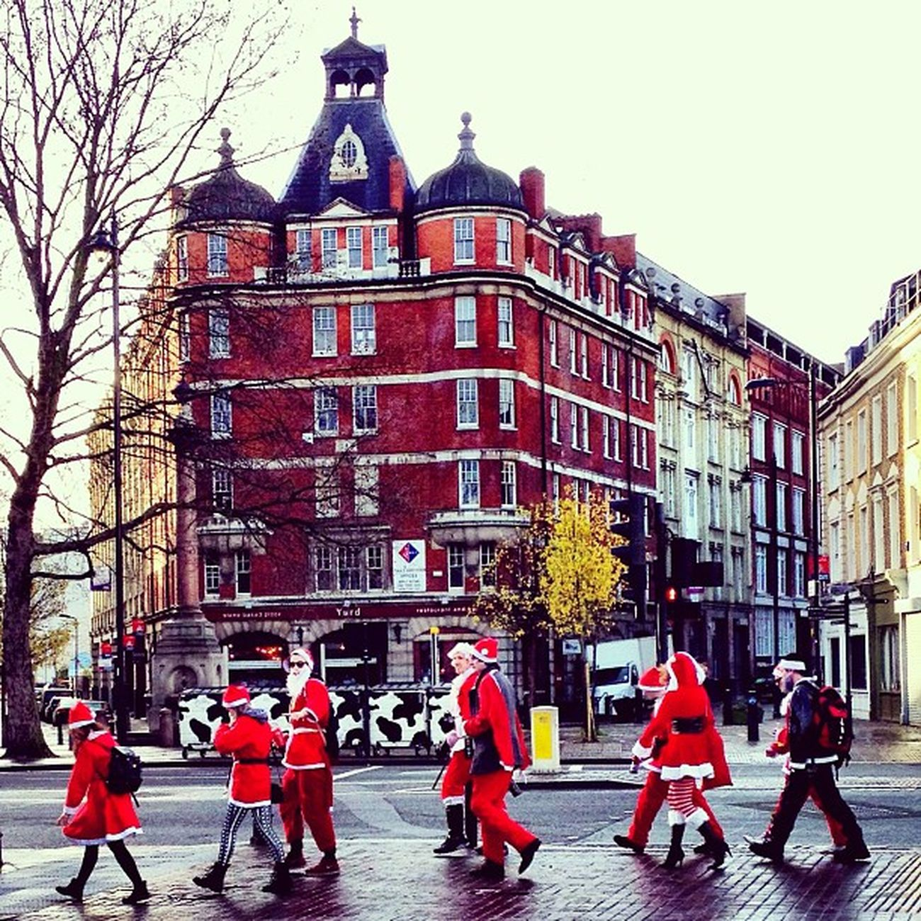 Santa's on the way ???? #christmas #santa #london #hoxton #all_shots #alan_in_london #jj #insta_london #insta_uk London Christmas Santa All_shots Jj  Hoxton Insta_uk Alan_in_london Insta_london Santacon2012