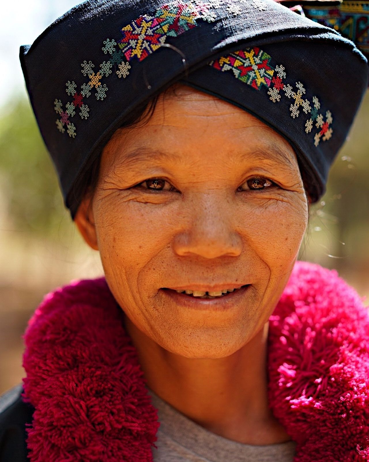 Close-up Day Flower Laos Travel Looking At Camera On The Road One Person Outdoors People Portrait Portrait Photography Real People Smiling Travel Destinations Travel Photography Travelling Travelphotography