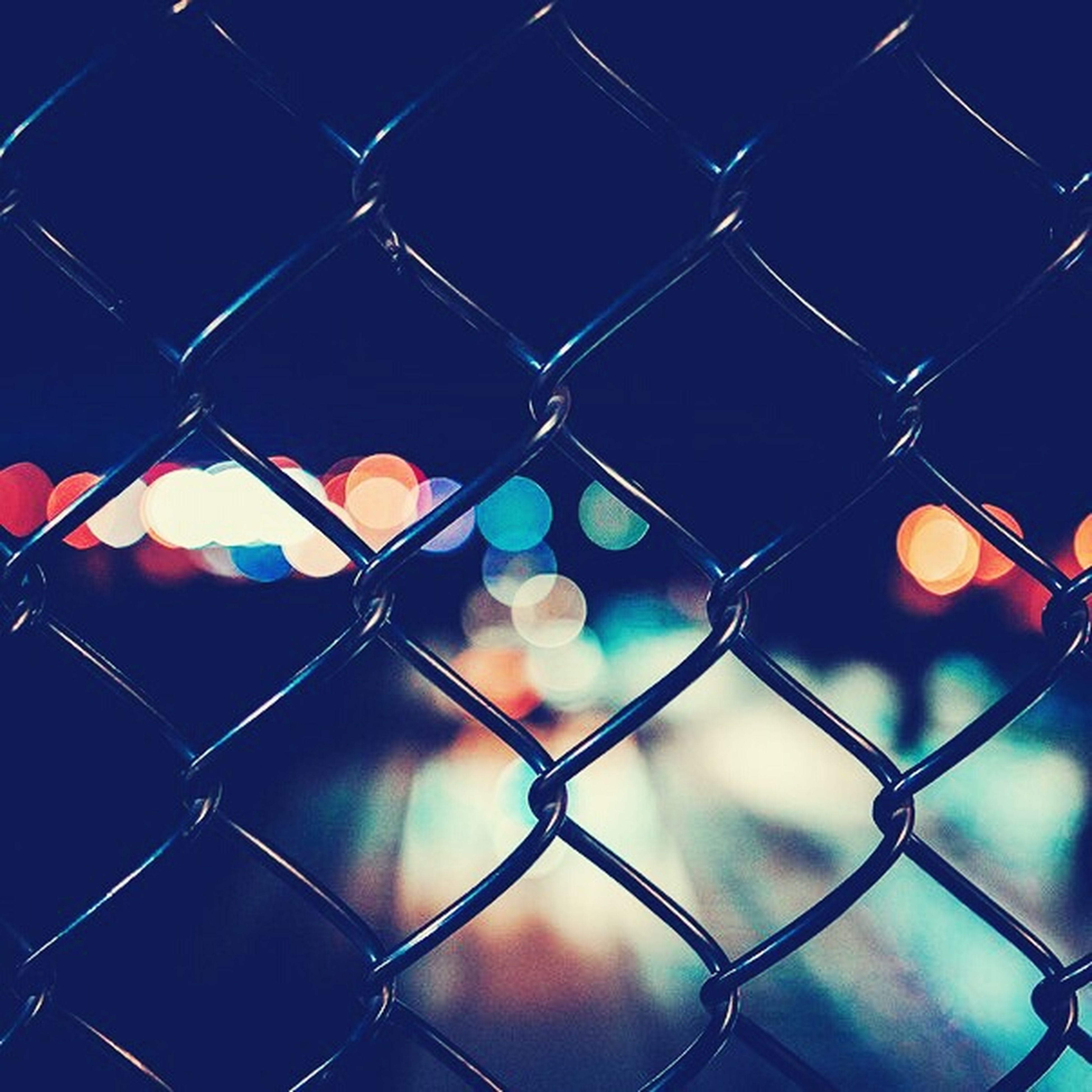 chainlink fence, full frame, safety, protection, fence, security, backgrounds, focus on foreground, metal, pattern, close-up, no people, forbidden, metal grate, day, outdoors, chain link fence, metallic, detail, design