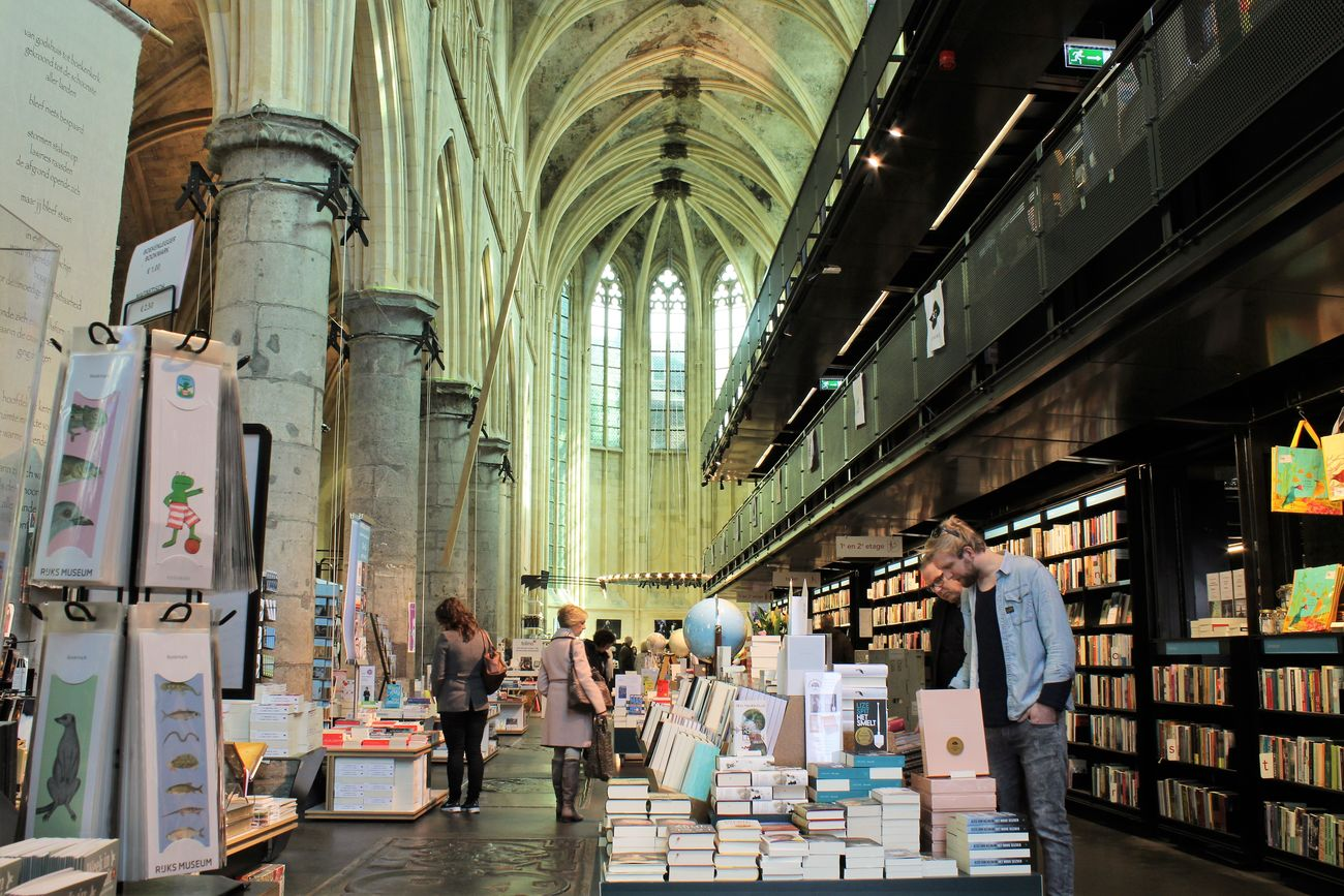 Books Books ♥ Bookstore In A Church City City Life Customer  Dominicanen Boekhandel Maastricht Dominicanen Bookstore Maastricht Group Of People Indoors  People Retail  Store