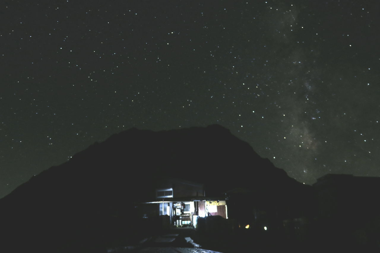 天の川🌌 Mountain Mountain Hut Night Sky Night View Night Lights Nightphotography Light And Shadow Milkyway Galaxy Space From My Point Of View Beautiful Nature Mountain Hiking Mt.Kitadake 北岳 PowerShot G3 X 山の夜の楽しみ😊