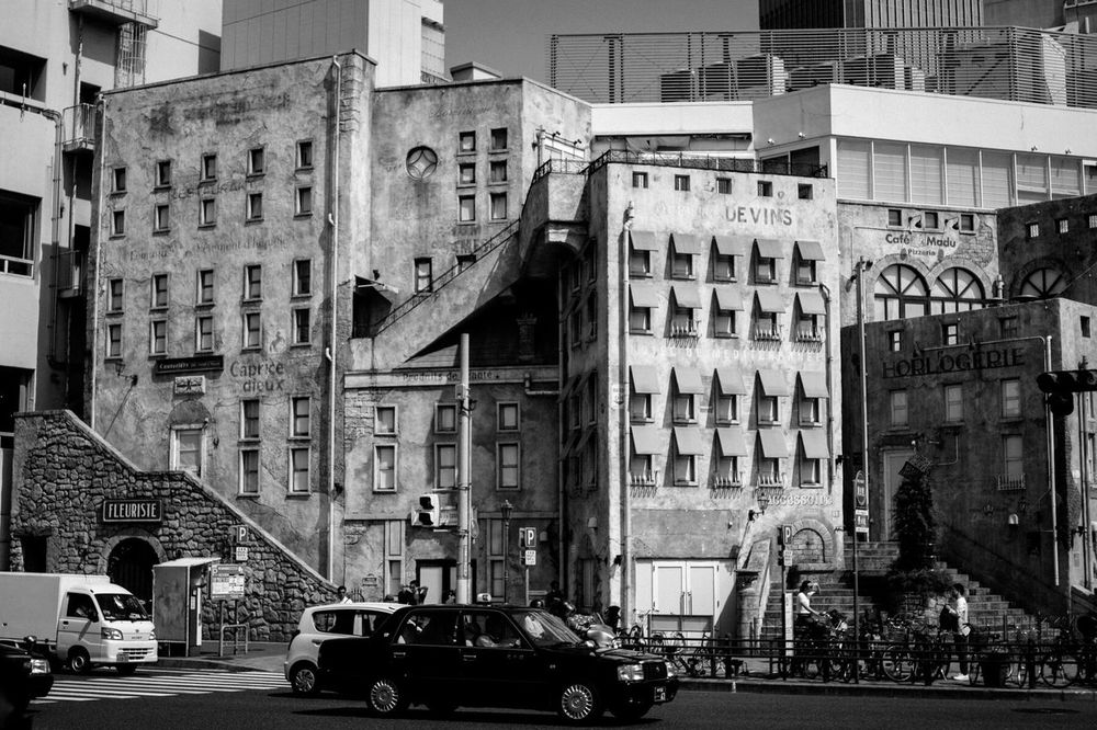 Building Retro FashionMall Street Photography Car Cars Taxi Streetphotography Black And White Monochrome Kobe, Japan
