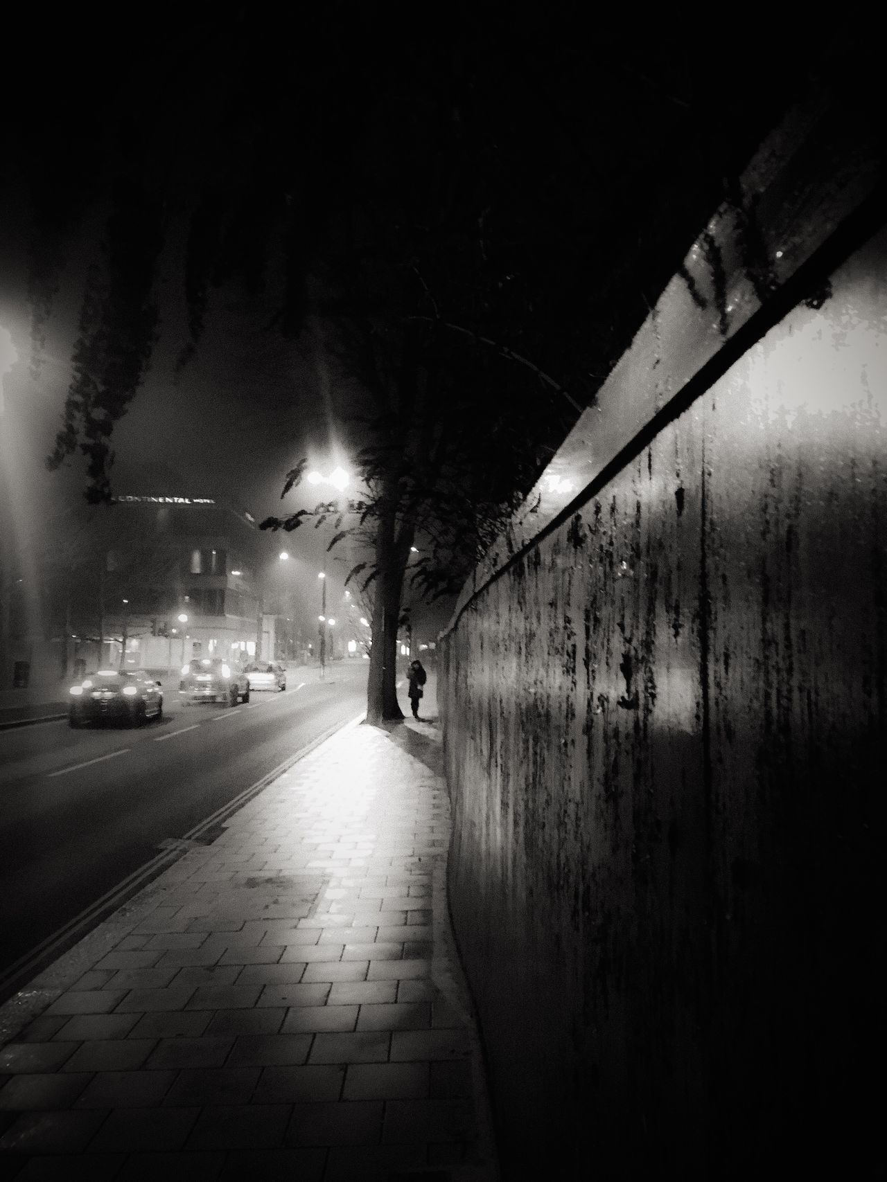 Street Photography Illuminated Night EyeEm Best Shots Black And White Fresh On Eyeem  The Week Of Eyeem EyeEm Best Shots - Black + White Streetphotography Silhouette Sidewalk