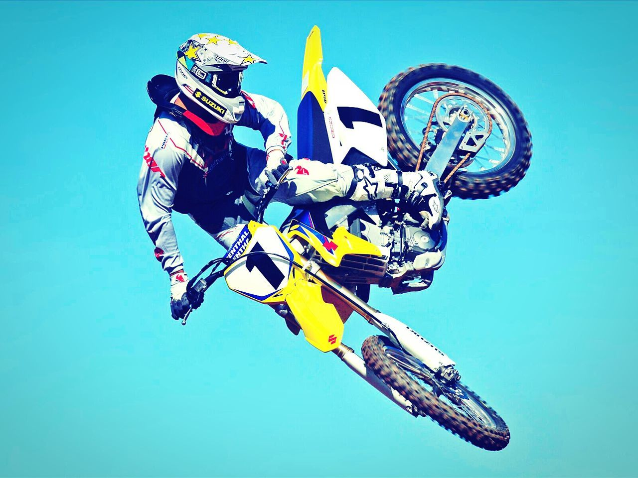 real people, blue, extreme sports, adventure, clear sky, skill, full length, men, day, water, outdoors, parachute, sky, people