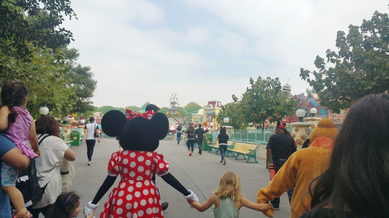 Disneyland California Disneyland Toontown Minnie Mouse Pluto Kids