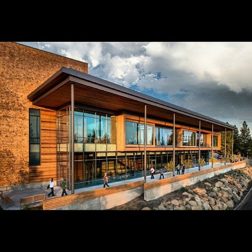 Just a cool photo of the COCC Science Building right after construction IDidntTakeIt COCC KNCC Bend oregon cool lovemyjob clouds buildingporn WhenItWasActuallySunny