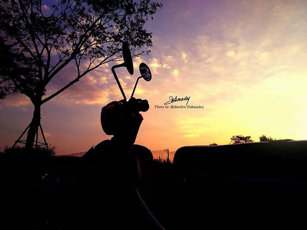 kamu terlalu sering membuat aku rindu... Senja Sunset Shillouette Honda70 Classic Good Likeforlike Photoshop Phonegraphy Photography Xiaomiindonesia Xiaomi Redmi2camera Xpi Great Awesome Sweet Nice Life Love Lifefolkindonesia Lifefolk Mifans_smg
