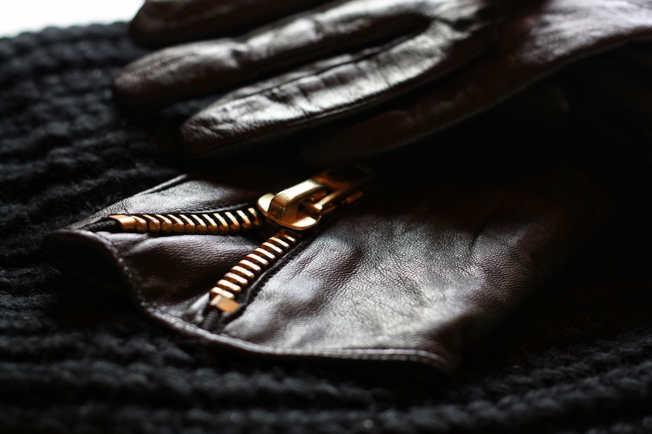 Close-up Textile No People Indoors  Leather Leatherfashion Leather Craft Leather Gloves Leather Texture Zipper Gold Golden Zipper Gold Zipper Unzipping Unzipped Black Black Leather Knitted Texture Knitted  Fashion Clothes Accessoires Accesories Style And Fashion
