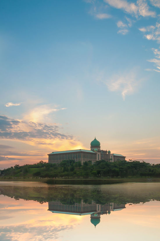 Seri Perdana is the official residence of the Prime Minister of Malaysia, located in Putrajaya, Malaysia. Malaysia Truly Asia Light Reflection Putrajayaview Buildings & Sky Beautiful World Architecture Modern Dawn Light Reflections In The Water Landscape Office Building Kuala Lumpur Malaysia