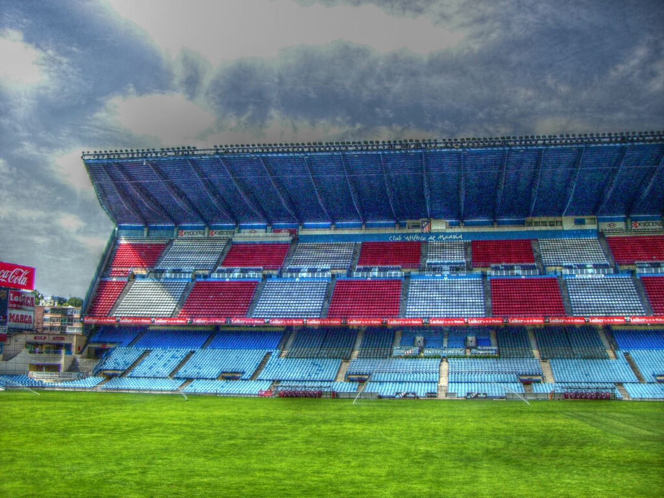 Steht 'ne Tribüne über der Stadtautobahn... Architecture Madrid Football Football Stadium Stadium Atleticomadrid Vicente Calderon HDR Sky And Clouds Pitch