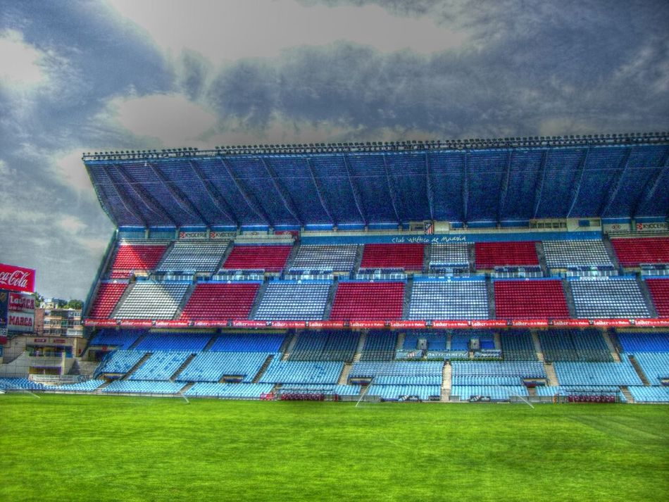 Steht 'ne Tribüne über der Stadtautobahn... Architecture Madrid Football Football Stadium Stadium Atleticomadrid Vicente Calderon HDR Sky And Clouds Pitch