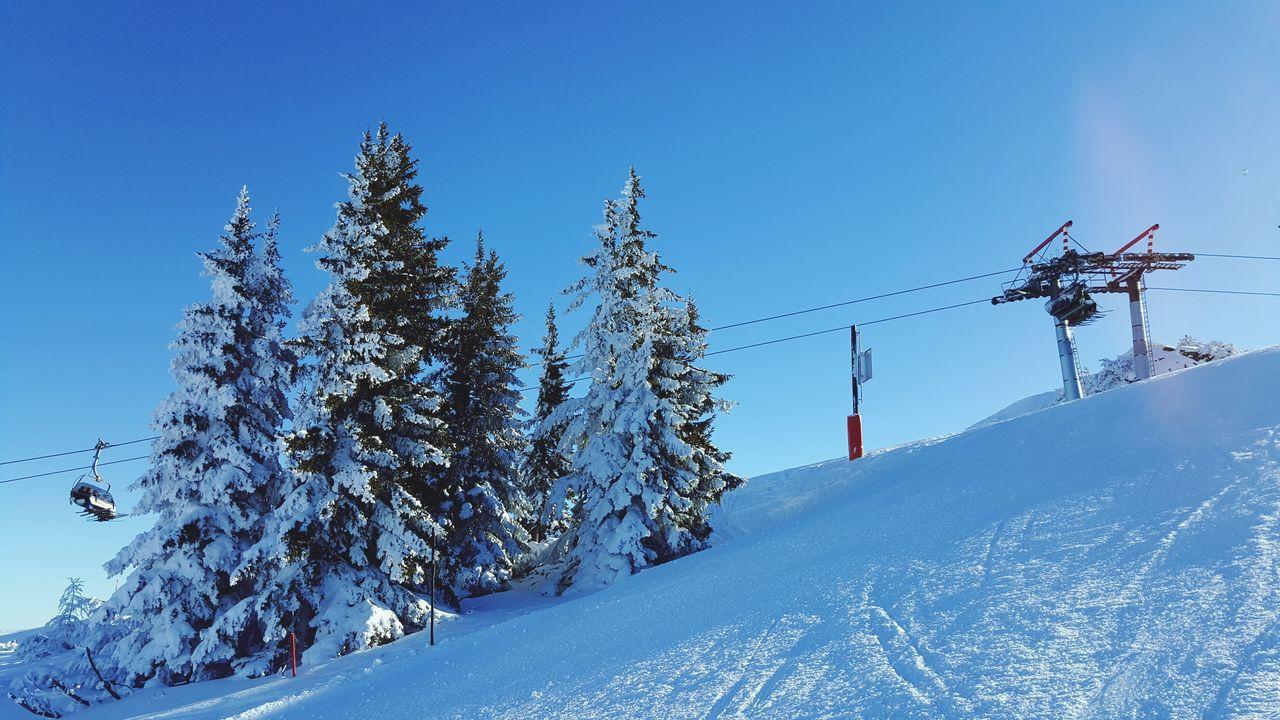 Hanging Out Winter Wonderland Winter In Austria Skiing Steiermark Reiteralm Sunny Day Snow ❄