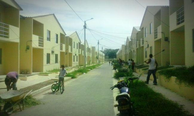 Taking Photos Home Exterior Townhouses House Neighborhood .Urbanización Santa Isabel...
