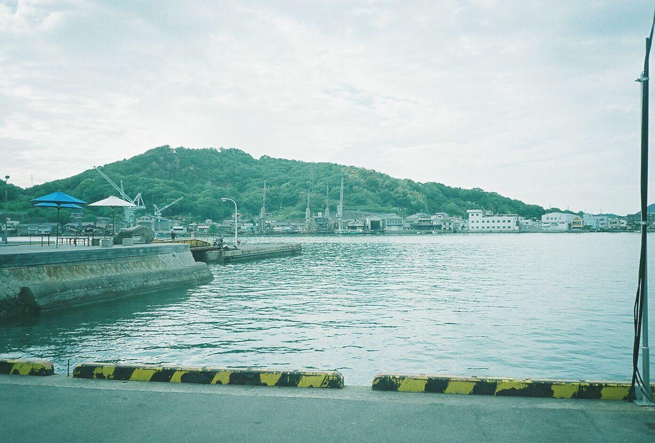 路地の先の海。 尾道 海 フィルム ふぃるむカメラ Film Filmcamera Film Photography Fujifilmpro400 Pro400 Cardiaminitiara No People