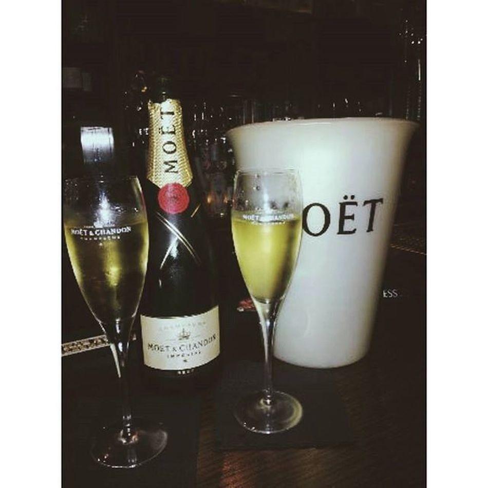 Najlepsiepiticko Moet Labuzo Drink time luxury drunk friends me vovelkomstyle UK nazdravie cheers