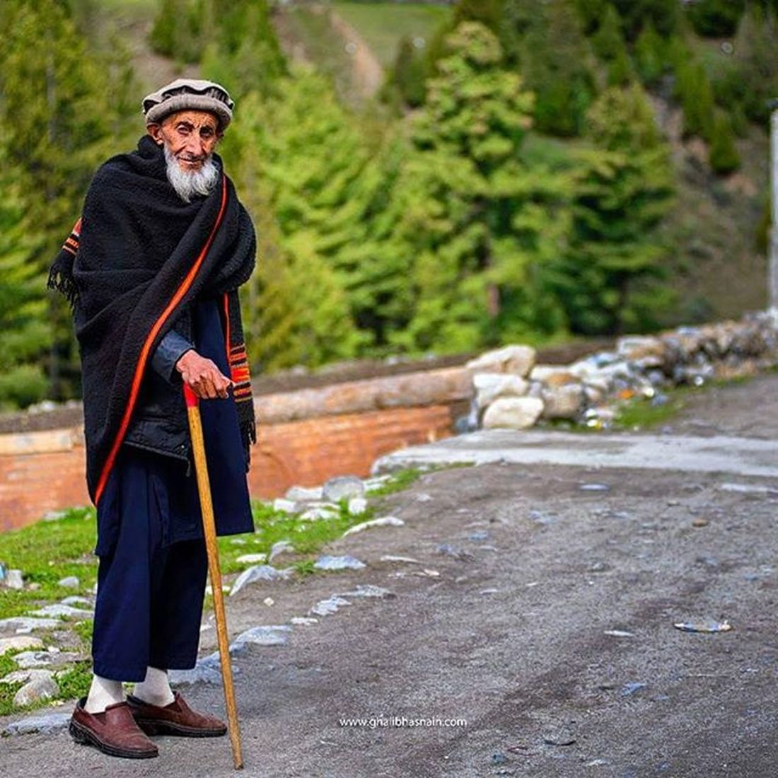 Old man from Naltar Valley,he is such a fine person who stop at our camp-side and ask for anything we need, he arrange fresh cherries from his house and sit with us and share the wonders from his valley. He love everything in this country Pakistan. Naltar Gilgitbaltistan Hunza Pakistan Ghalibhasnainphotography Ghalibhasnain Oldman Portrait Travelogue GHstories Dawndotcom Tour2105