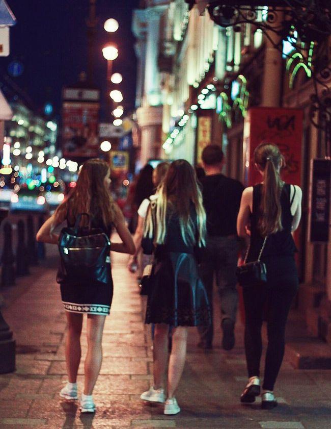 Трио с левой. Three Girls Sant-Peterburg Down Town City Life First Eyeem Photo