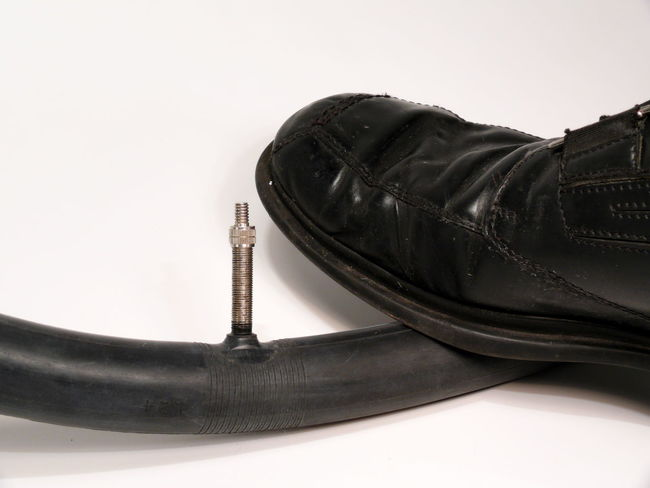Auf Dem Schlauch Stehen Close-up Equipment Human Body Part Human Leg Indoors  Proverb Ratlos Ratlosig Saying Shoe Single Object Sprichwort Stand On The Tube Still Life To Have No Clue