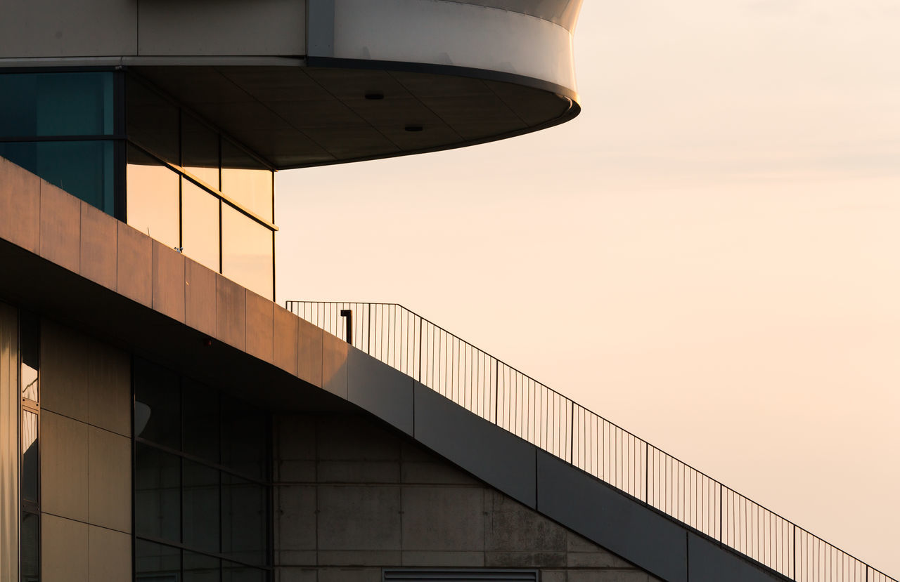 Architecture Building Exterior Built Structure Clear Sky Modern Sunset Evening Sun Geometric Architecture Architecture_collection Geometric Shapes Minimalobsession Minimalism Minimal Minimalist Architecture Urban Geometry Evening Light Modern Architecture Evening Glow Urban Exploration Façade Architecturelovers Architectural Detail Architectural Feature Railing Pattern, Texture, Shape And Form The Architect - 2017 EyeEm Awards EyeEm Selects