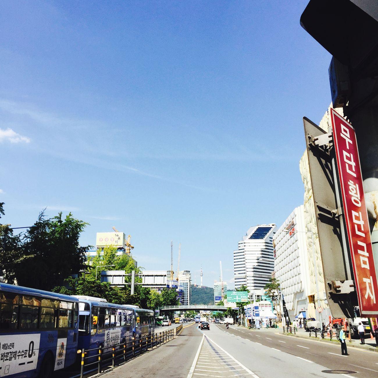 Namsan Tower  가 슬쩍 보인다. Street Photography