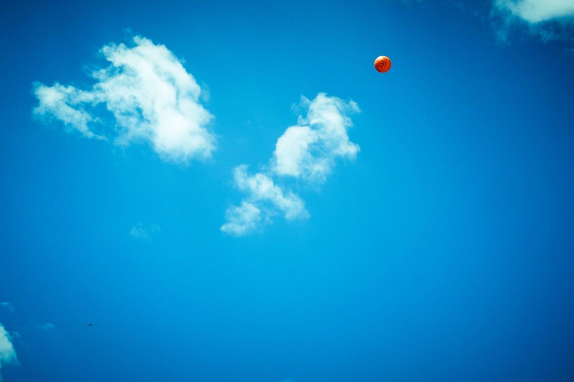 Skyball Ball Balloon Blue Cloud - Sky Day Flying Freshness Low Angle View Mid-air Napoli Napoliphotoproject Nature No People Outdoors Sky Sky And Clouds Top EyeEmNewHere Supersantos Minimal Minimalism Minimalobsession Minimalist Shootermag Sommergefühle Lost In The Landscape