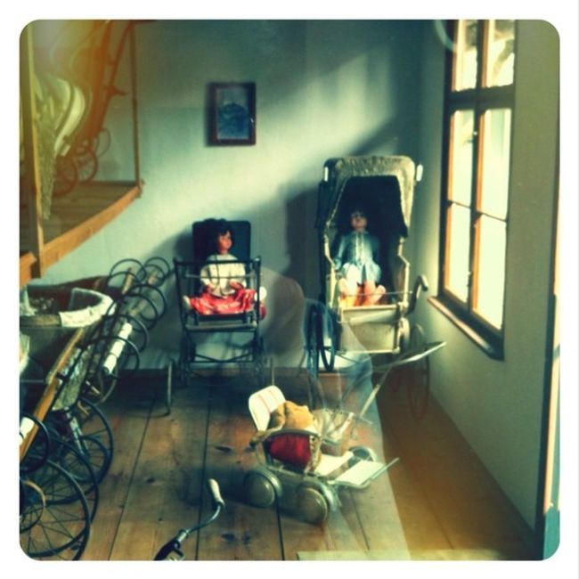 back in the 20's only the rich people had strollers for their children... #dorfmuseum Dorfmuseum