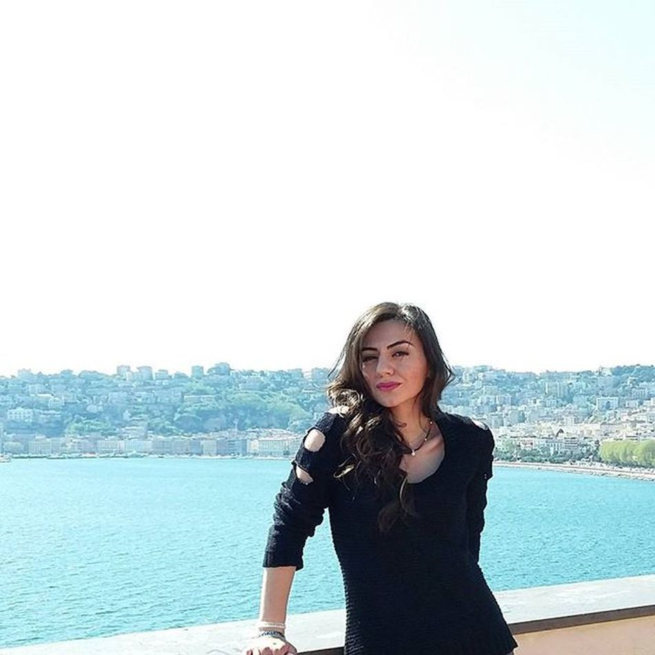 😊 Sky Sea Horizon City View Backgrounds Napoli Casteldellovo Visiting Traveling Donna Bella Italia Spring Sunny Enjoying The View Blueskies Woman By The Sea Loose Hair Long Brown Hair Girl Portrait