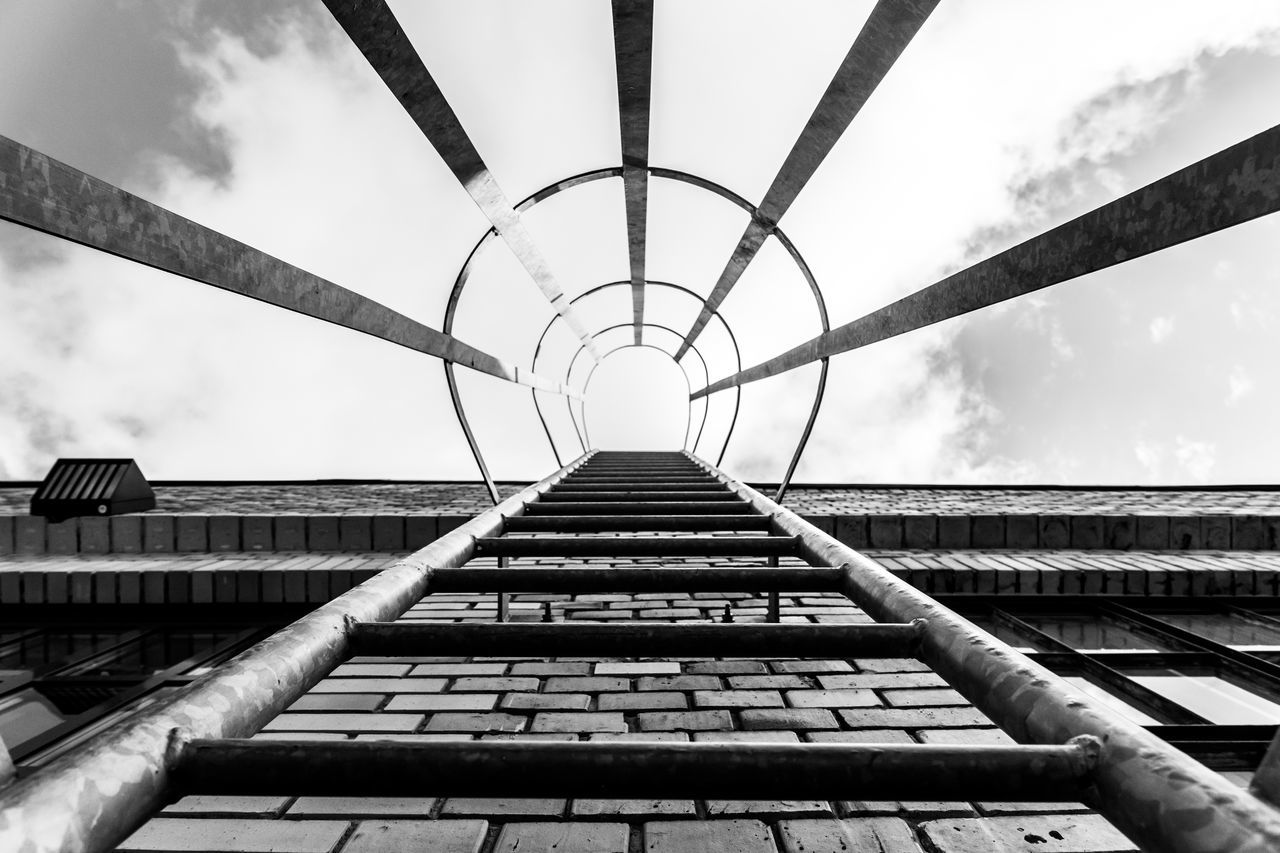 Berliner Ansichten Black And White Blackandwhite Built Structure Clouds And Sky Directly Below EyeEm Best Edits EyeEmBestPics Fire Escape No People Outdoors Railing Sky Steps Steps And Staircases Urban Geometry