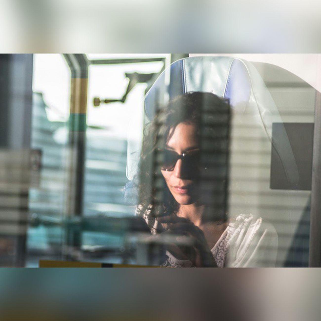 الصوره عباره عن انعكاس لوجه في قزازة الميترو في دبي نادي_عسير_الفوتوغرافي دبي تصويري  تغذيه_بصريه تصويري_رأيكم الرياض السعودية قطر الكويت الامارات ابها السوده جدة الرياضdubai photo UAE