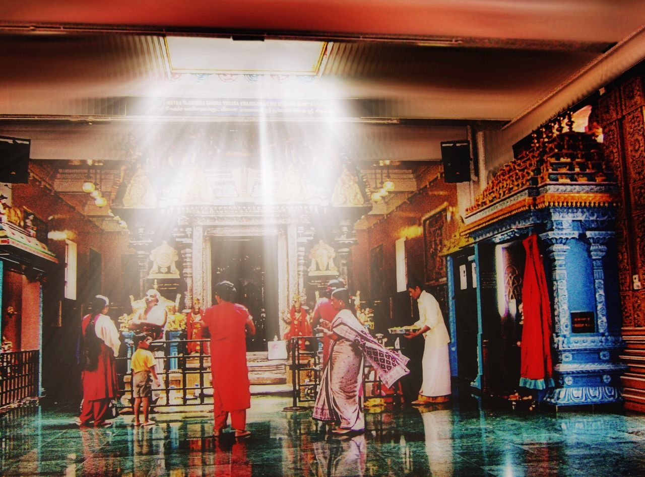 Lovely temple in singapore 😉 Singapore Temple The Tourist Sacred Places Religion Religious  Religious Architecture Light And Shadow Urbanphotography Urban Reflection People Photography Street Photography Praying Sunrays Sunbeam Reflections Happy People Learn & Shoot: Single Light Source