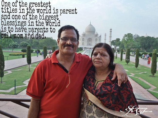 Parents ❤❤❤ Momanddad Tajmahal Totallyinlove  Cute Couple In Love Taking Photos Love Hangout