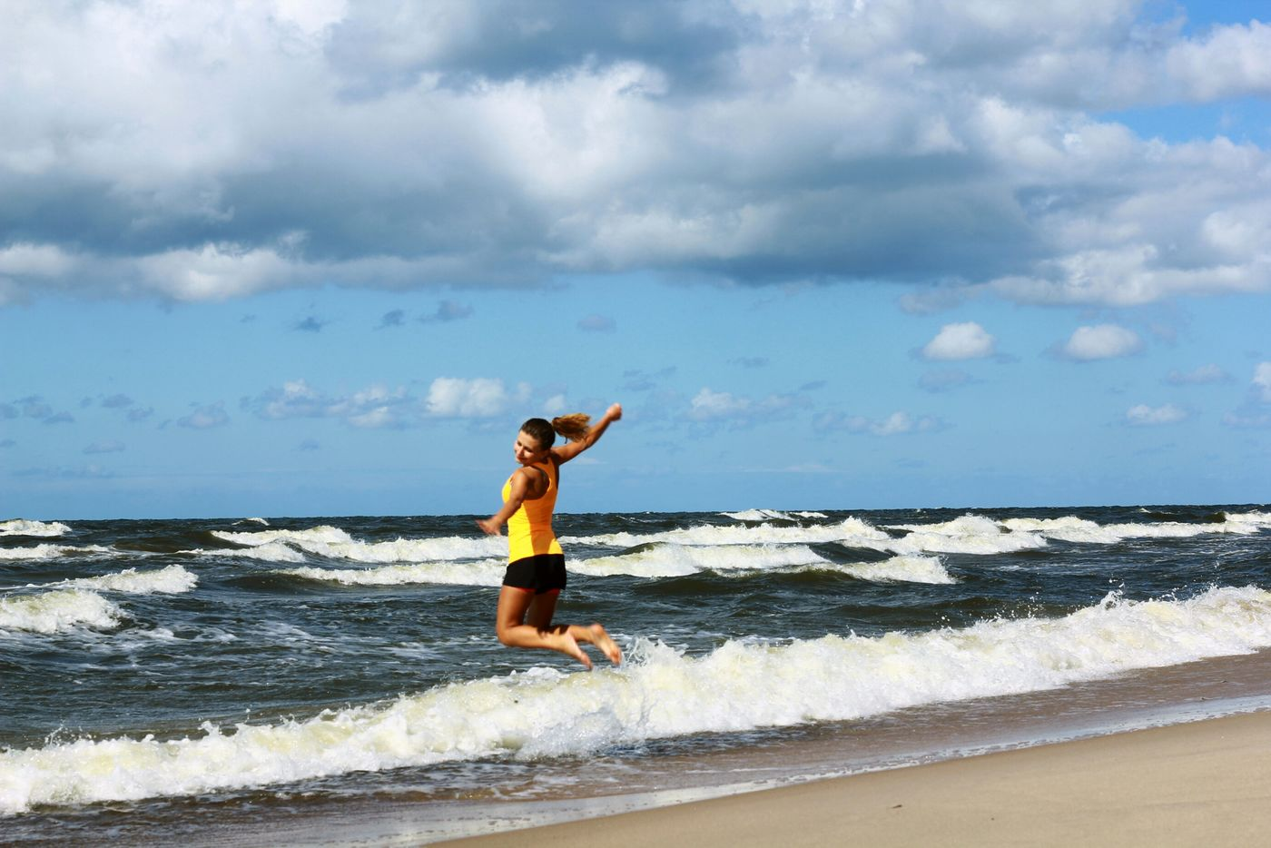 Jumping Relaxing Time Life Is A Beach Sea And Sky Ilovebeach Turismo Girl Traveling People Photography Dziewczyna