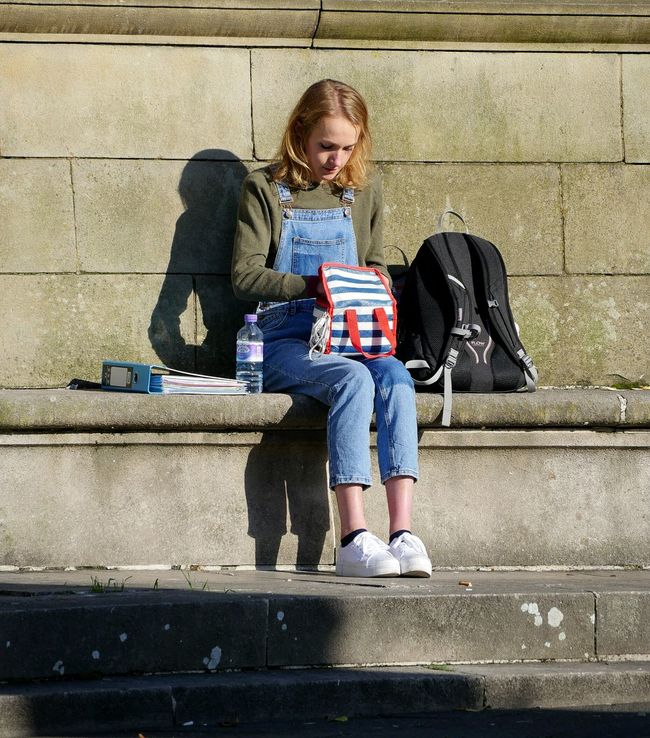Streetphotography Streetlife Young Woman Student Lunch Sunshine Bench Picsartrefugees Sitting Candid