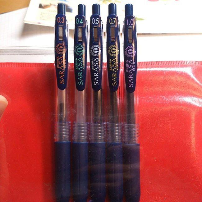 ゲルインクボールペンばっかり。 同じ色の太さ違い。 Gelink Sarasa Ballpointpen Blueblack gelinklover サラサ ボールペン ゲルインク
