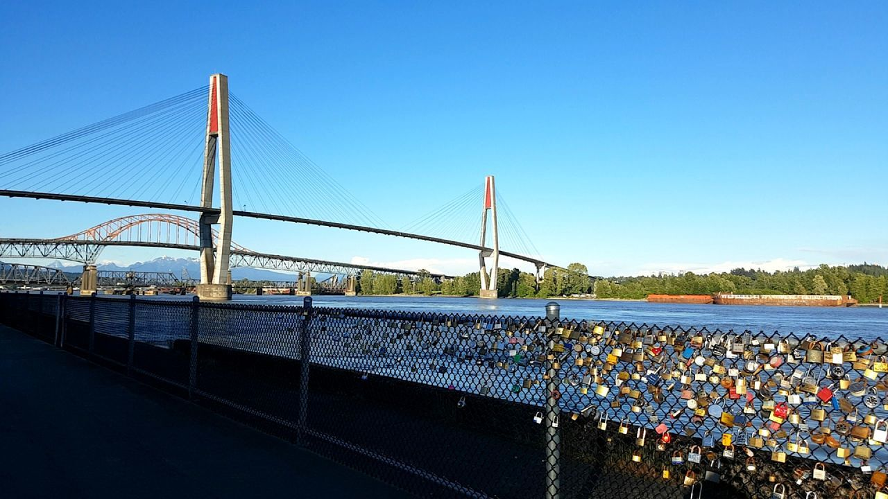 Where lovers make memories in the heart of New Westminster, BC 🔐 ◇ Capturedbylinda Clear Sky Outdoors Nature Water Beauty In Nature Date Night Love Bridge Canada Britishcolumbia Bc Lockers Relaxing Blissfultraveler