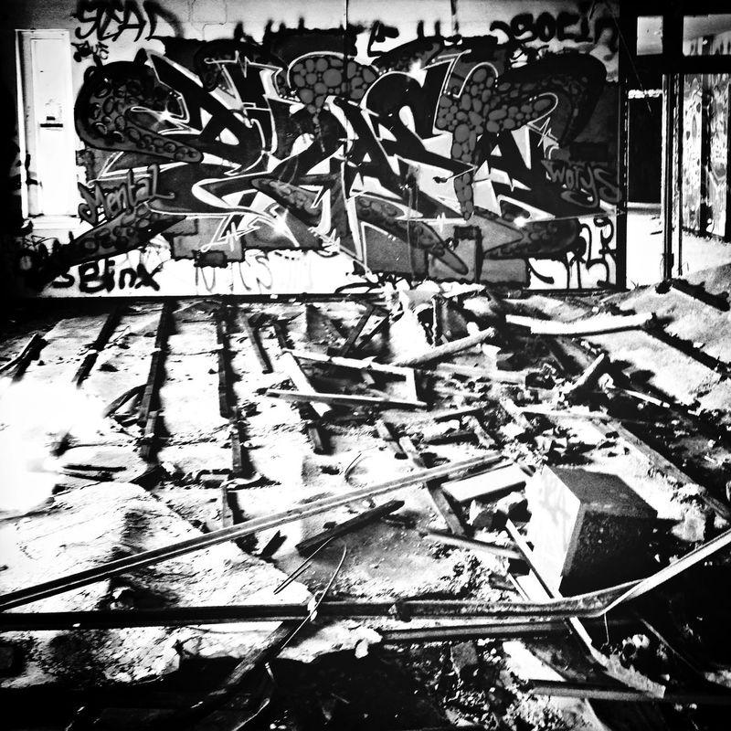 LetmeOUT!!! MentalAsylum Beauty Of Decay Graffiti