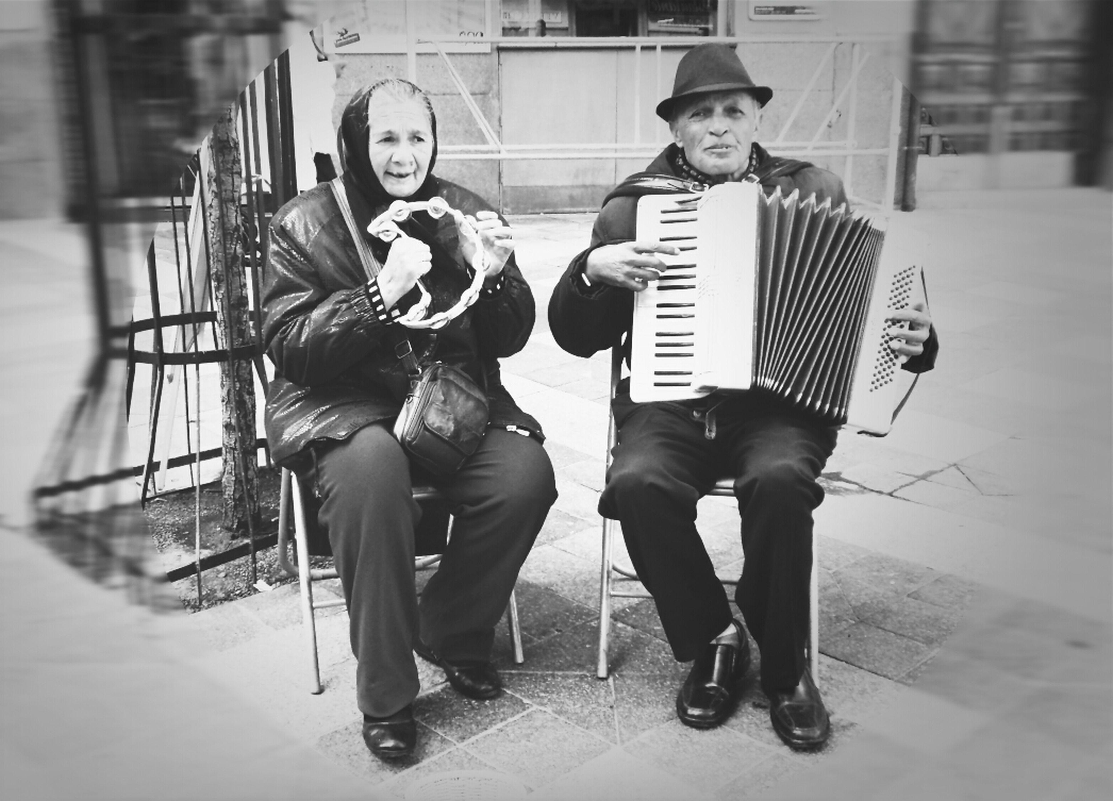 Blackandwhite Street Musicians EyeEm Best Shots - People + Portrait Blackandwite Blancoynegro Love Without Boundaries