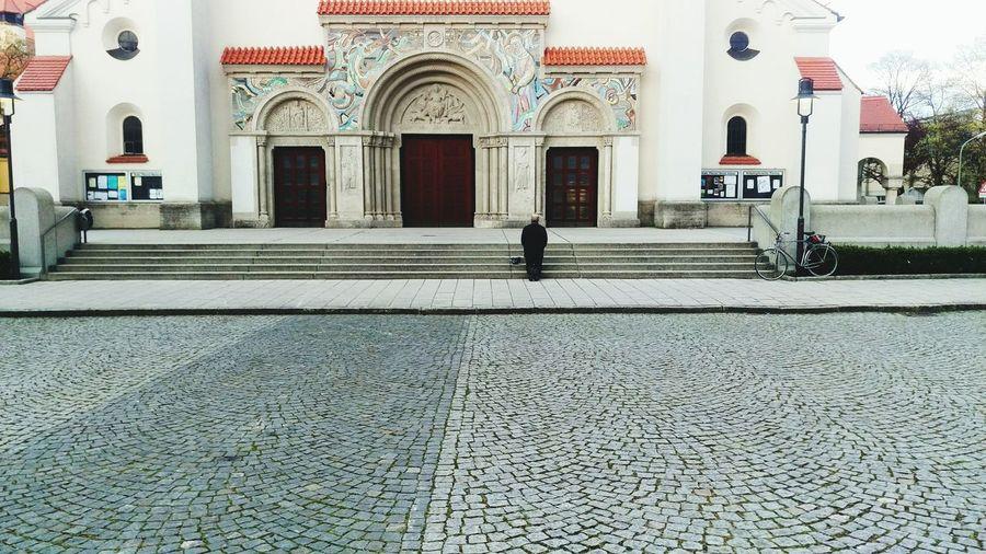 Praying Church Praising The Lord Beten Ehrfurcht Glaube Und Religion Glaube GlaubeLiebeHoffnung betender Mann / praying man
