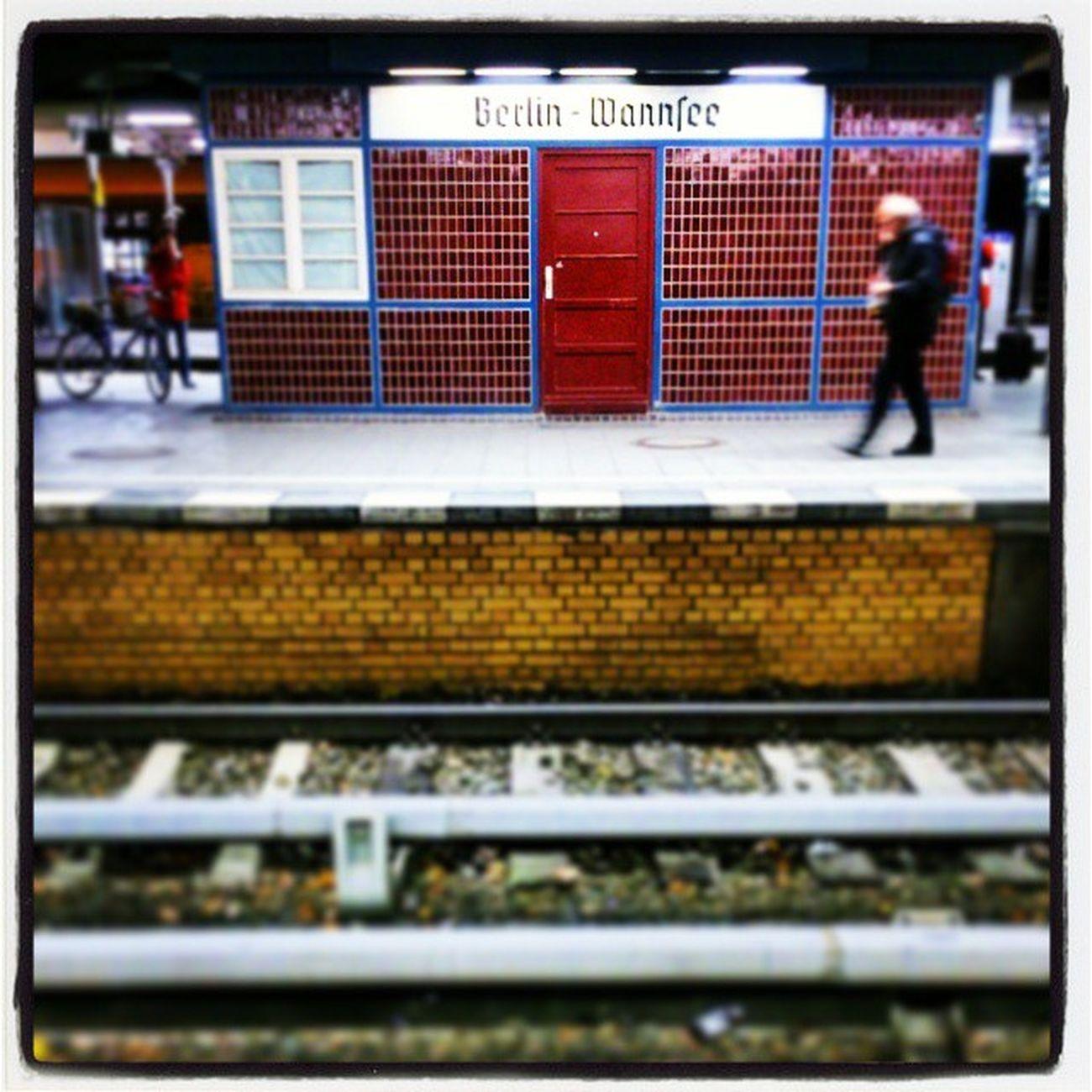 Wenn's wieder länger dauert, mach ich ein Foto Waiting Warten Wartezeit Train Gleis Wannsee Bhf Bahnhof S-Bahn Bahnsteig