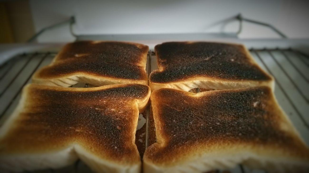 Burnt toast Close-up Burnt Toast Overdone Toast On Grill Kitchen