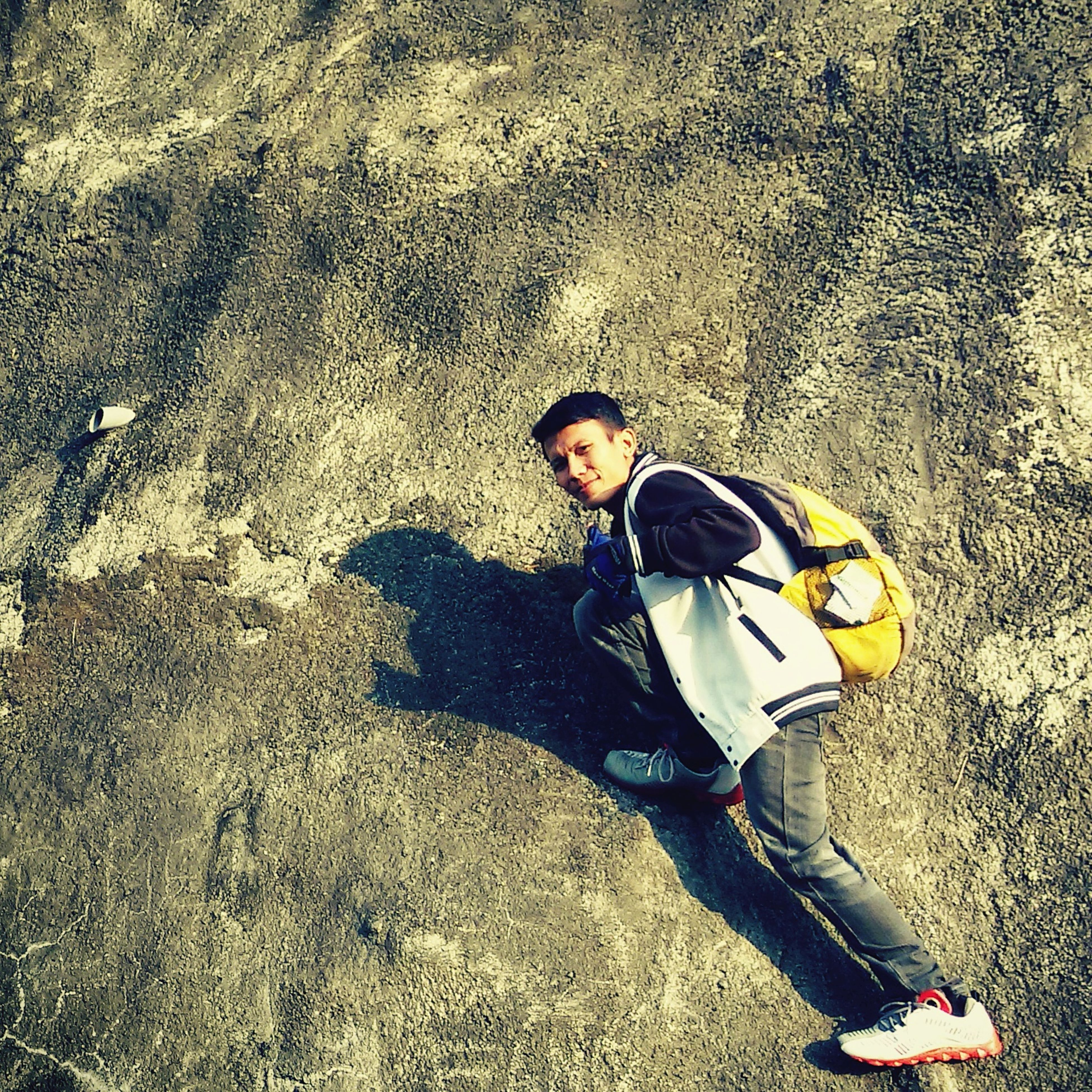 high angle view, lifestyles, leisure activity, casual clothing, shadow, street, childhood, standing, sunlight, full length, sand, road, day, outdoors, boys, elementary age, holding, asphalt