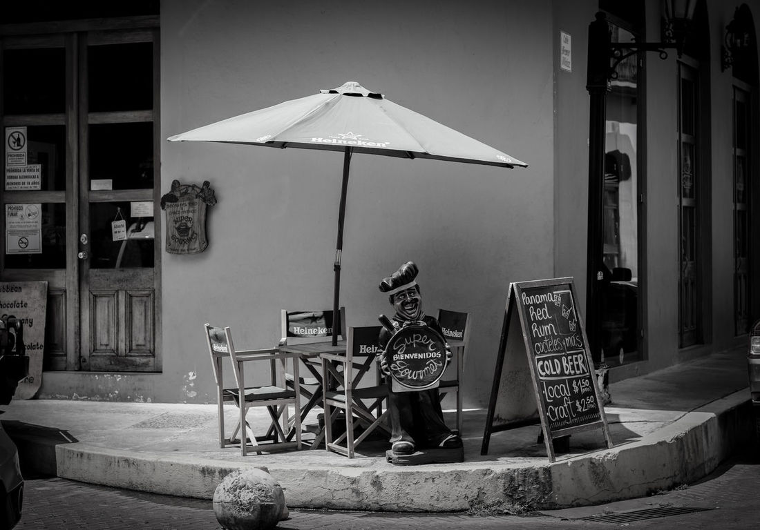 Blackandwhite Outdoors Streetphotography Streetphoto_bw Street Photography Streetphoto Panama City Panama Cafeteria Urbanphotography Day Outdoor Cafe
