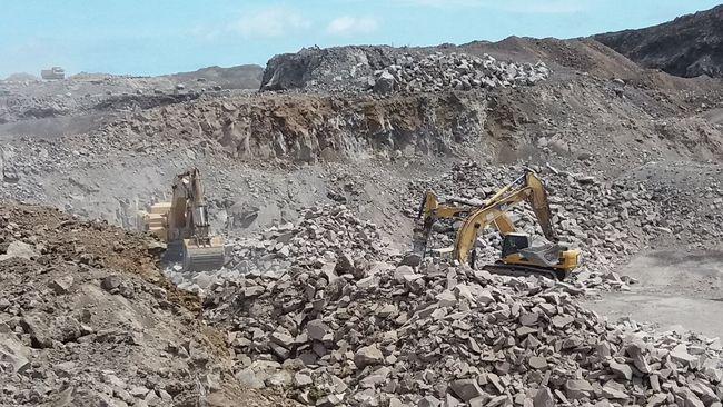 Demolición de las montañas para construir un muelle y poder crecer la ciudad