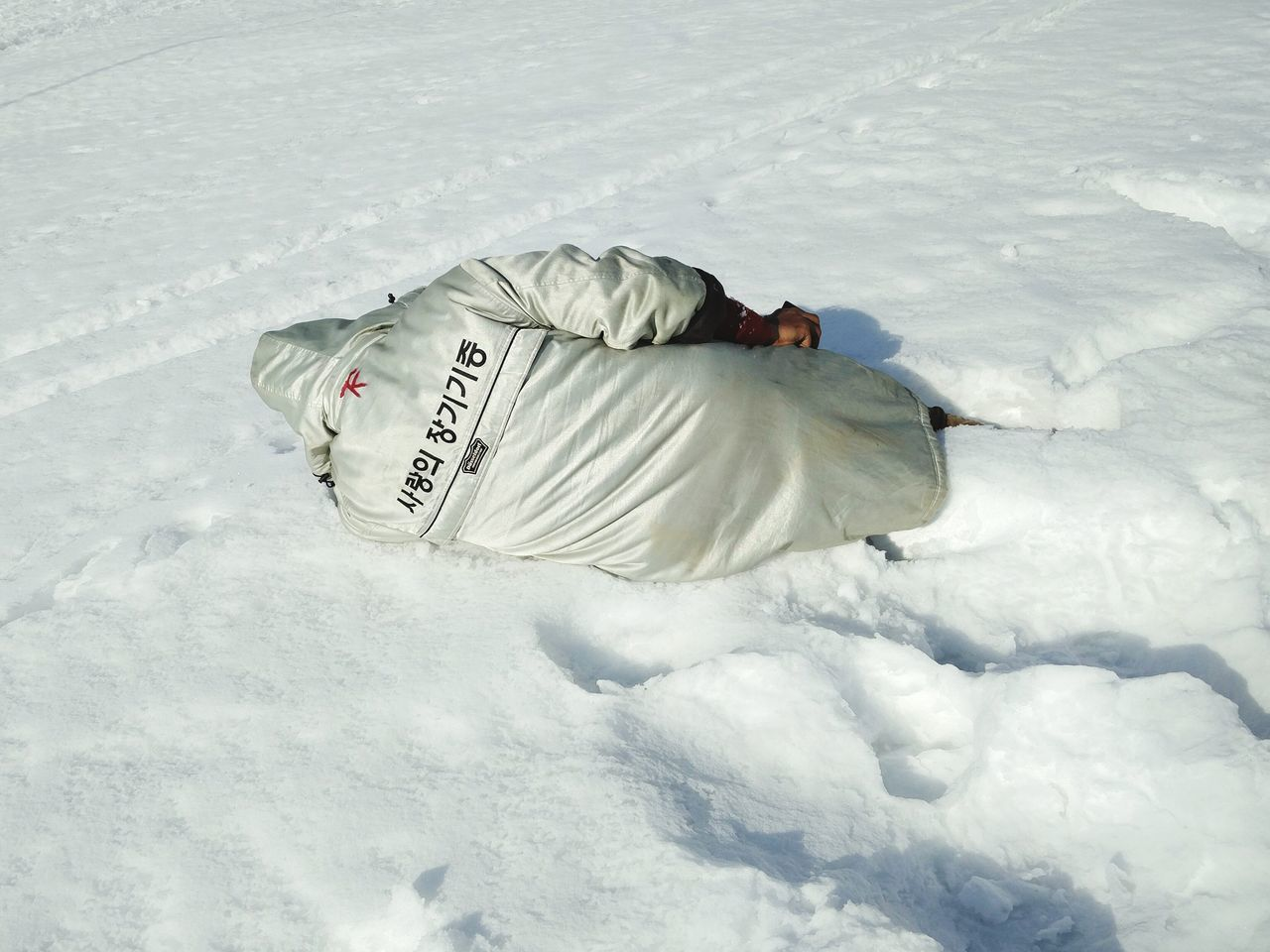 cold temperature, one person, winter, lying down, full length, real people, day, snow, outdoors, people