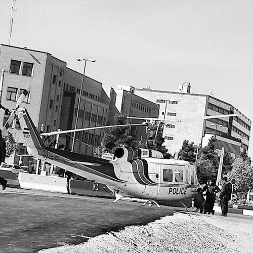 . بالاخره با هلیکوپتر مون آشنا بشید . . . . . . آقای خلبان شما برو من خودم میام 🚁💨💨💨 سیاه_سفید طیاره قم Helicopter Blackandwhite Qom
